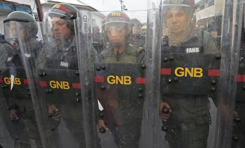 Guardas impedem entrada de ajuda para a Venezuela