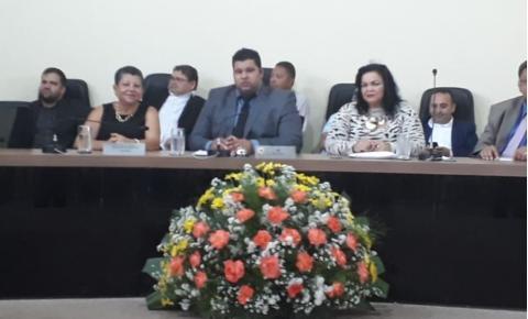 Câmara Municipal homenageia as mulheres pelo seu dia.