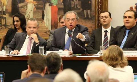 'Cortem vocês. Ou têm medo?', diz Guedes a parlamentares sobre militares