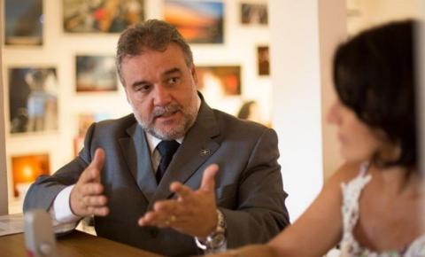 Ex-secretário do DF, Valdir Oliveira sofre acidente de carro em Goiás