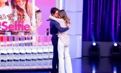 Rebeca Abravanel faz declaração para o namorado Alexandre Pato: 'Eternamente sua'