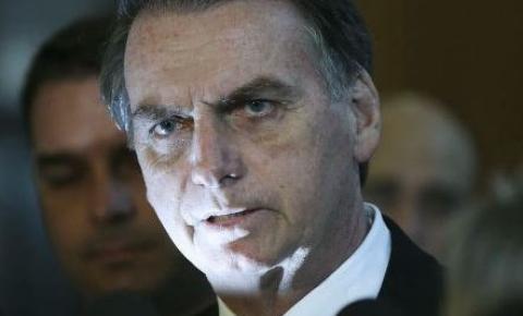 Em nota, Bolsonaro diz que Olavo de Carvalho não contribui com objetivos do Governo