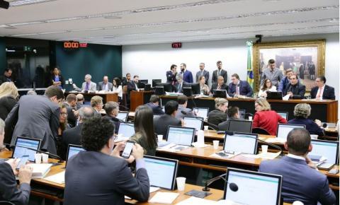 Governo vence batalha da Previdência na CCJ da Câmara