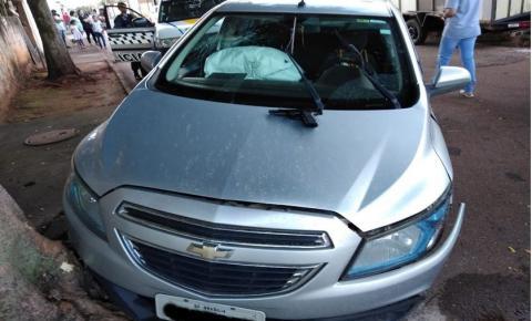 Polícia persegue carro roubado no Distrito Federal.