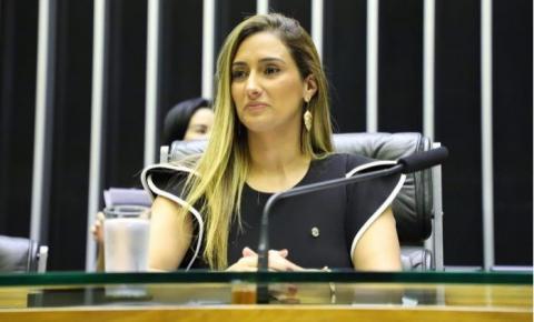 Flávia Arruda – Mulher Destaque no Brasil pelo trabalho com as mulheres