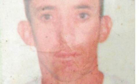 Homem é executado na frente da mãe com 14 tiros no Pedregal