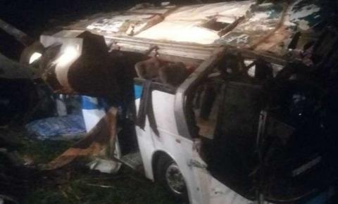 Ônibus que levava 44 pessoas para festa rave cai em ribanceira em SP