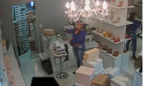 Polícia divulga imagem de mulher que furta celulares
