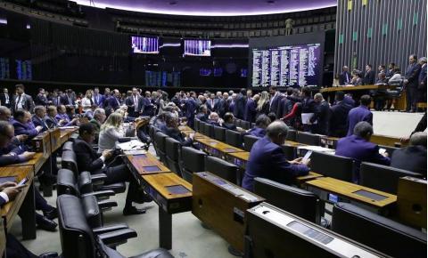 Câmara vota destaques da Previdência antes de enviá-la ao Senado