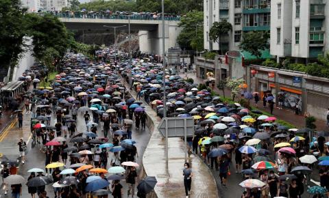 China joga duro e abafa manifestações da oposição