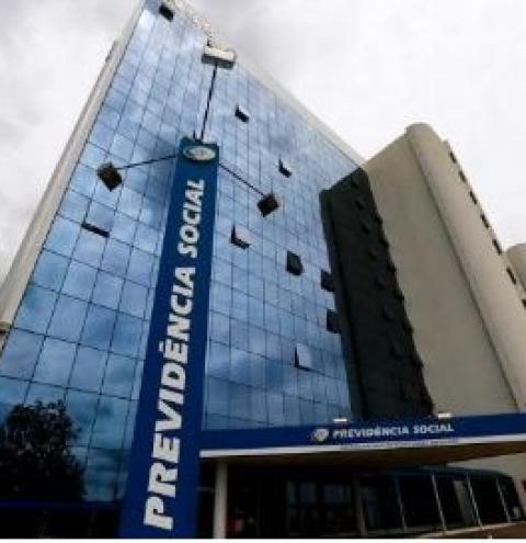 INSS: governo troca subsecretária e pressiona peritos por volta ao trabalho