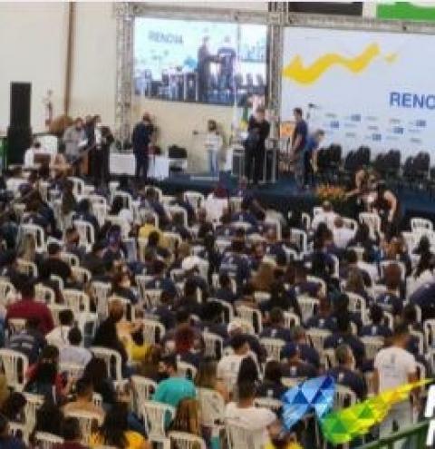 """""""Não estamos dando esmolas, mas dignidade"""", diz Robério na entrega de diplomas do Renova-DF"""