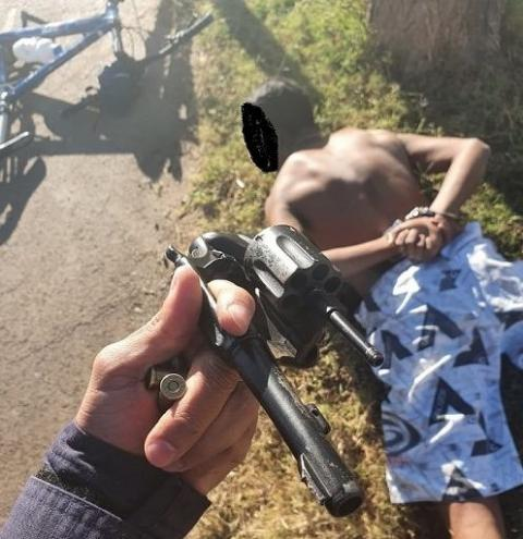 Adolescente foge de bicicleta, mas acaba detido com revólver em Santa Maria